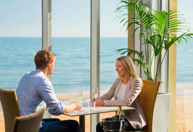 Modern bookkeeping: Waves on the Beach restaurant does away with paper-based receipts